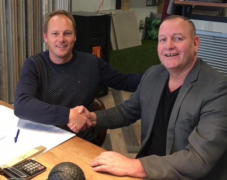 Peter Dob en Chris contract.jpg
